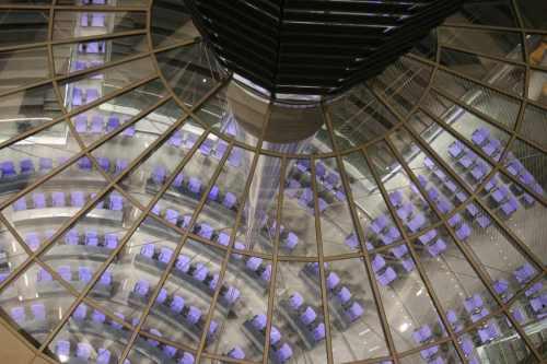 Nicht ganz so leer, aber auch nicht viel voller - Plenarsaal des Deutschen Bundestages - Photo by JaQoB CC-Lizenz